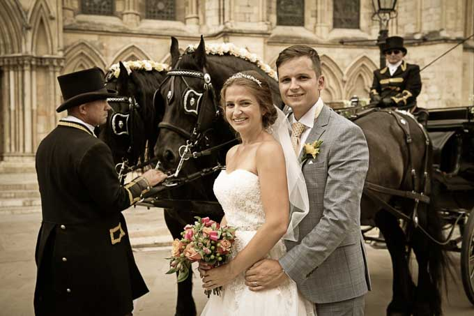 Wedding photography - couple in front of horse and carriage